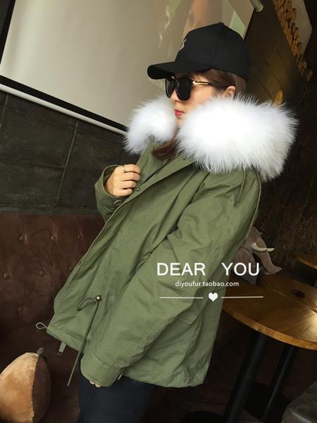 白色+军绿色外套