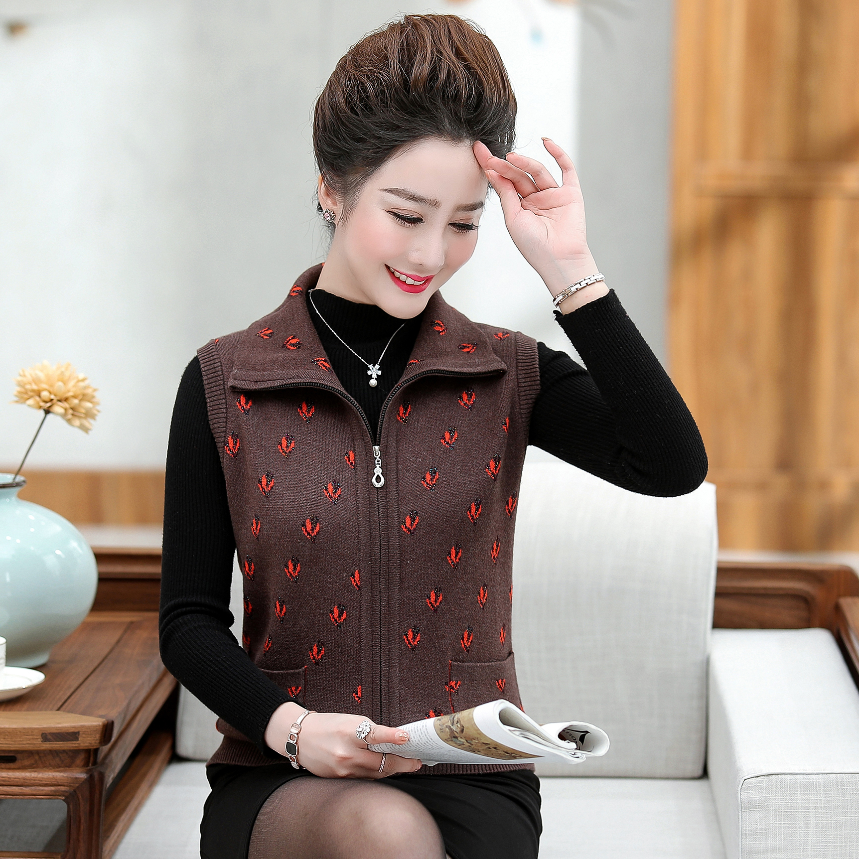 Autumn and winter middle-aged and old waistcoat female middle-aged mothers sweater vest old peoples wool shoulder knitted vest cardigan