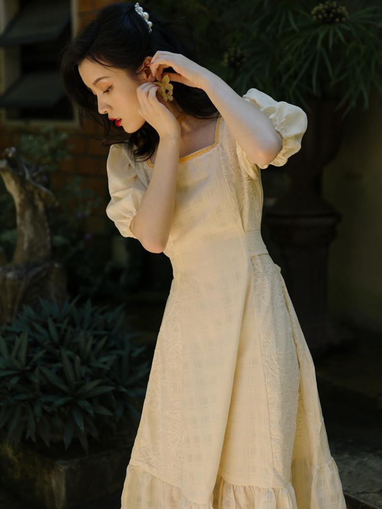 法式方领可盐可甜淡黄色连衣裙气质女神范温柔风桔梗初恋甜美长裙