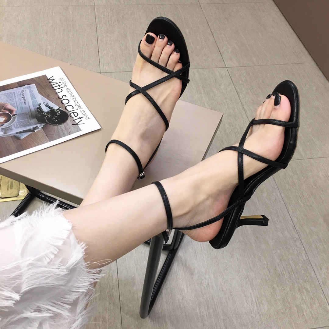 79.90元包邮交叉细带镂空套趾细跟一字带扣带后空高跟鞋罗马凉鞋女夏2019新款