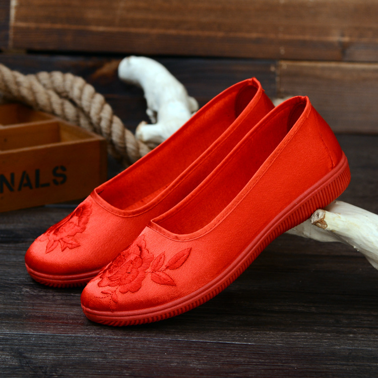 National embroidered shoes flat bottomed old Beijing cloth shoes womens shoes red wedding shoes Xiuhe brides wedding single step Hall