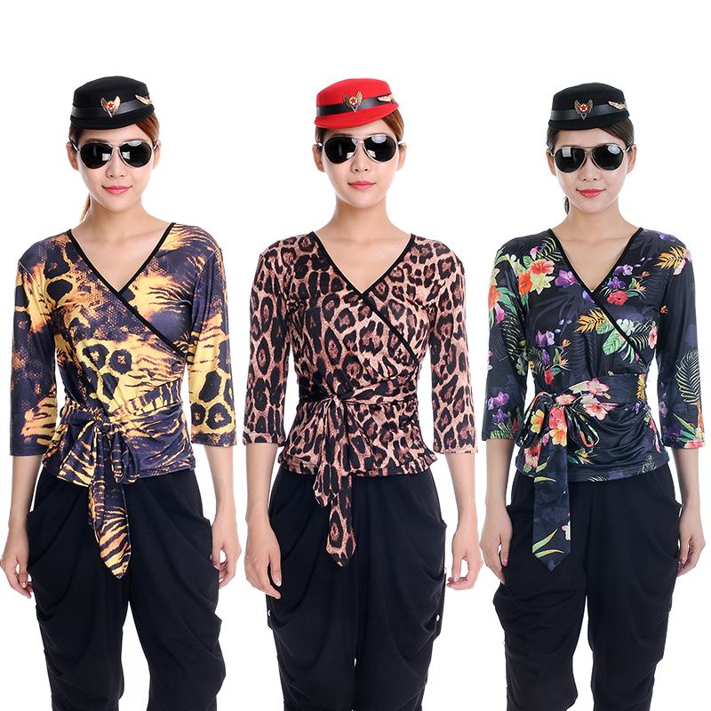 夏季全新广场舞演出套装2018新款豹纹迷彩V领水兵舞服装女T恤上衣