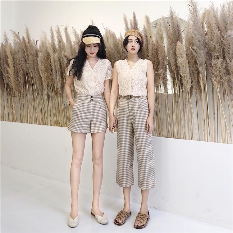 春季2019新款韩版性感蕾丝V领上衣女时尚百搭高腰显瘦经典格子裤