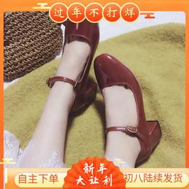 方头单鞋女浅口一字扣带粗跟高跟鞋复古风奶奶鞋时尚小皮鞋酒红色