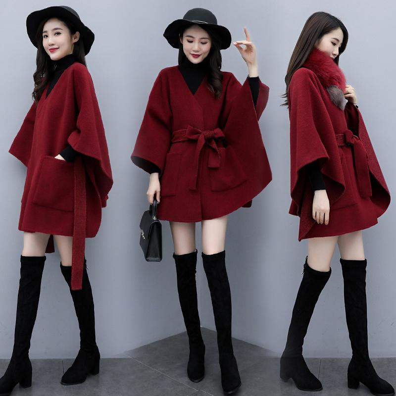 秋冬2021新款小香风斗篷披肩蝙蝠型毛呢外套女带毛领披风呢子大衣