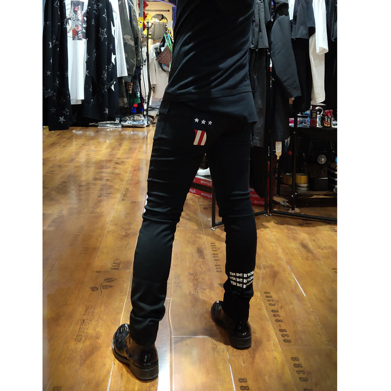 Bgee spring new mens jeans with black embroidery slim fitting leg jeans