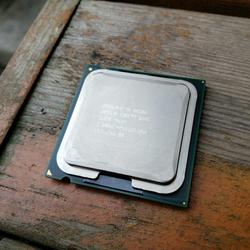 酷睿CPU Q8300 2.5Ghz/4M/1333 775针四核处理器支持G41P35P43P45