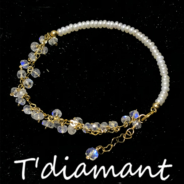 [tdiamant] the glass is clean, transparent and dreamy. Blue Moonstone natural pearl tassel Bracelet