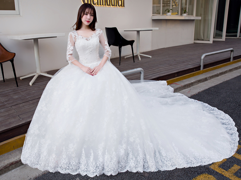 New / tailed bride wedding dress / enlarged and fattened, simple and thin, medium sleeve large wedding dress / fat mm Slim Fit