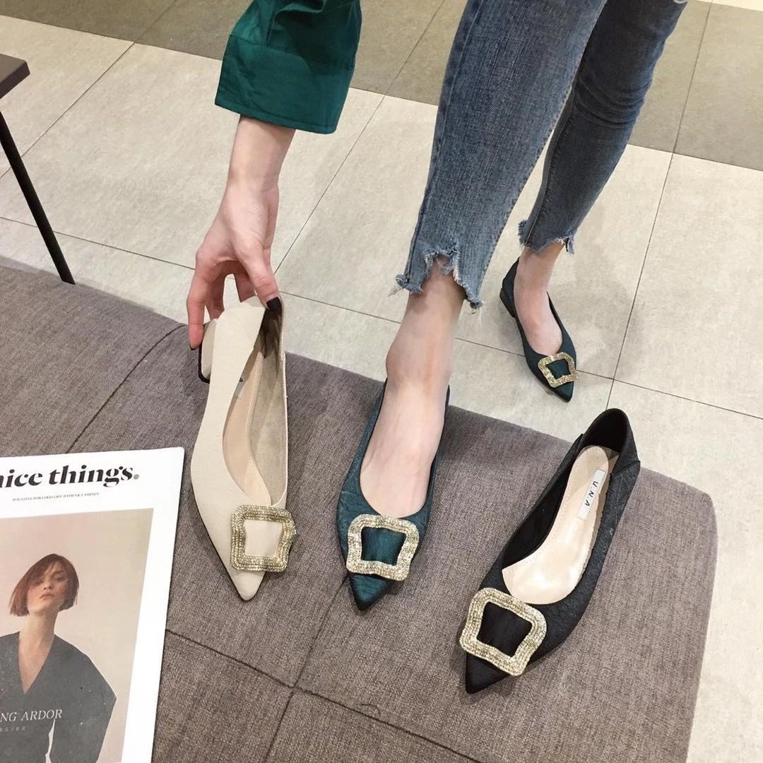 新款韩版甜美水钻单鞋漆皮尖头软底平底鞋女鞋通勤鞋舒适牛津低A