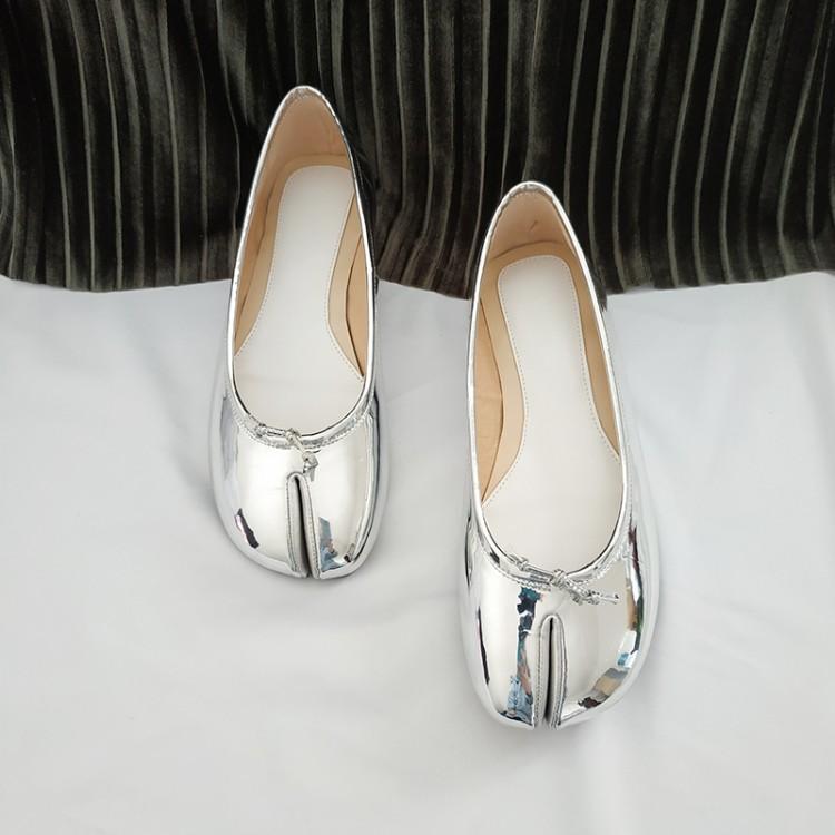 Spring 2019 new split toe single shoe minority ballet shoes net red pig shoe Pink Silver flat shoes