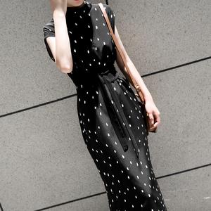 赫本黑色波点气质连衣裙女夏冷淡风法式小众无袖收腰显瘦真丝长裙