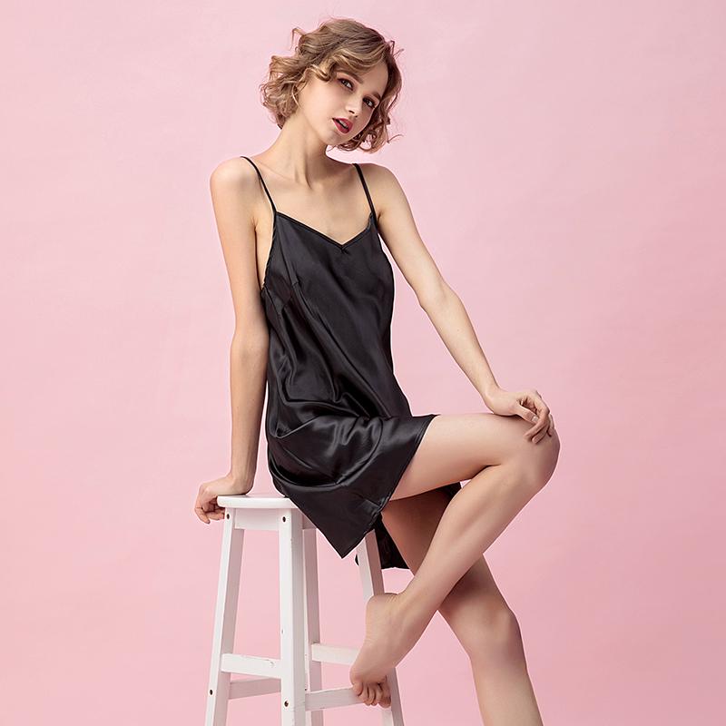 シルクの吊り革のドレスの女性の夏のボトムスのセクシーなシルクのパジャマは甘くてシンプルで、夏のアイスクリームの家居服によく似合います。