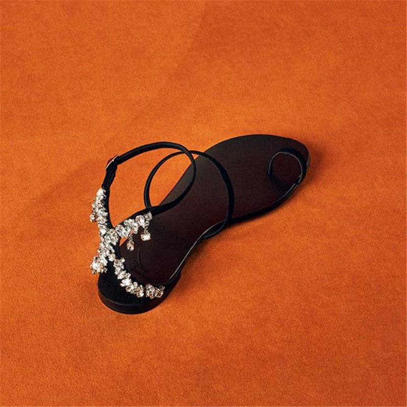 绑带欧洲站网红一字带罗马凉鞋女ins潮细带平底夹趾水钻女鞋夏季