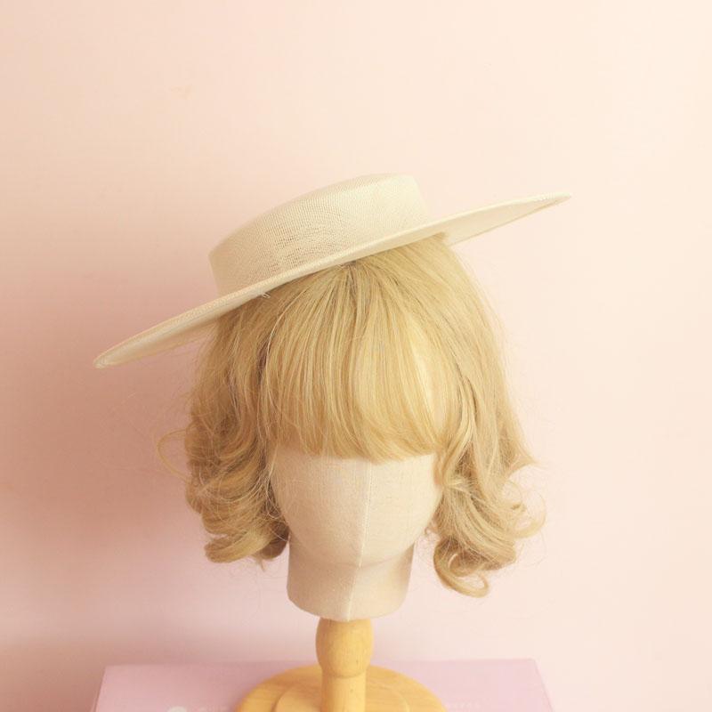 Lolitaの手は平たい帽子の底の低い頂の麻の紗の帽子の大きい軒の平頂の帽子の白地の洛麗塔の部品の帽子の胚を作ります。