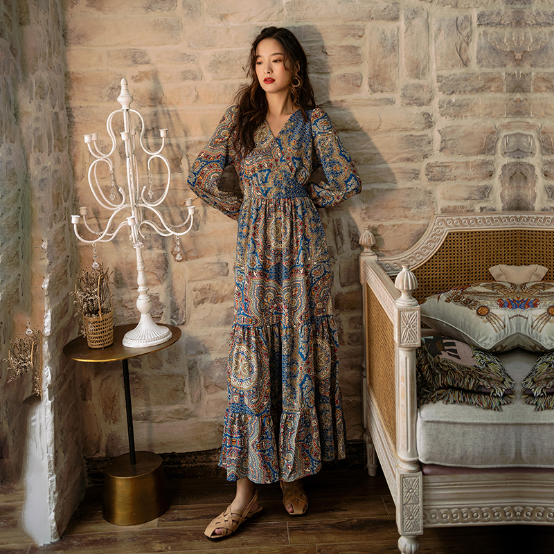 New bohemian dress in the early autumn of 2019 womens Retro palace style with slim waist and long sleeve skirt