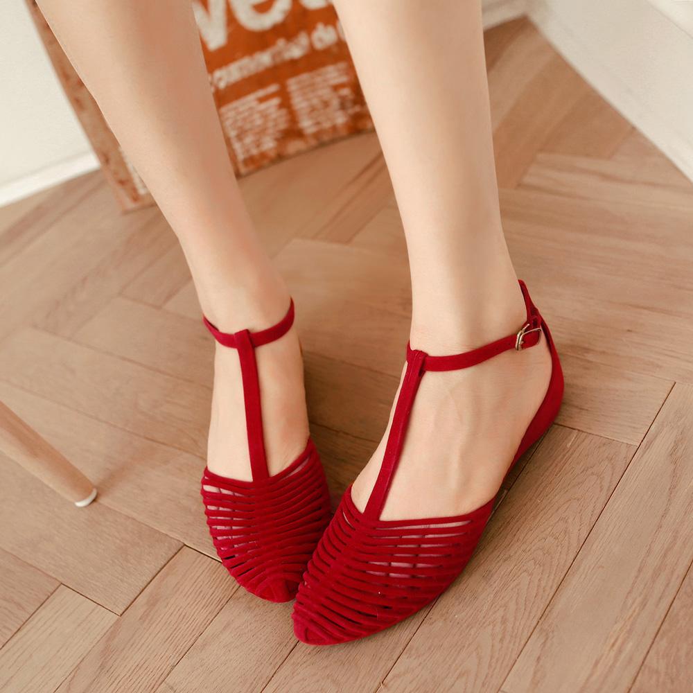 Sandals women summer flat sole simple Rome 2018 new versatile beach shoes Korean retro hollow jelly shoes