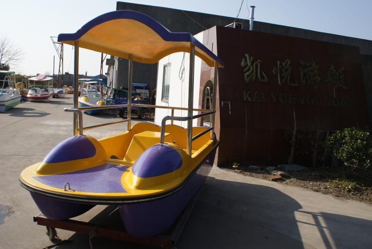 休闲水上游乐园4人脚踏船四人公园游船玻璃钢船旅游船观光船