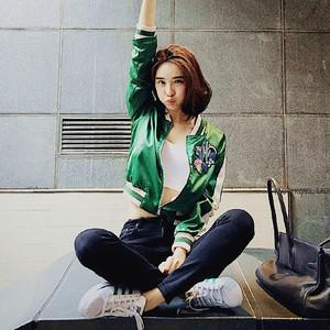 秋装明星同款刺绣绿色棒球服女短外套学院风韩版修身夹克上衣2551