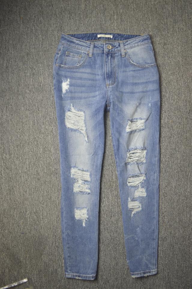 Италия одно свободные отверстия BF бойфренд стиль моды хлопка случайных Джокер джинсы оптом