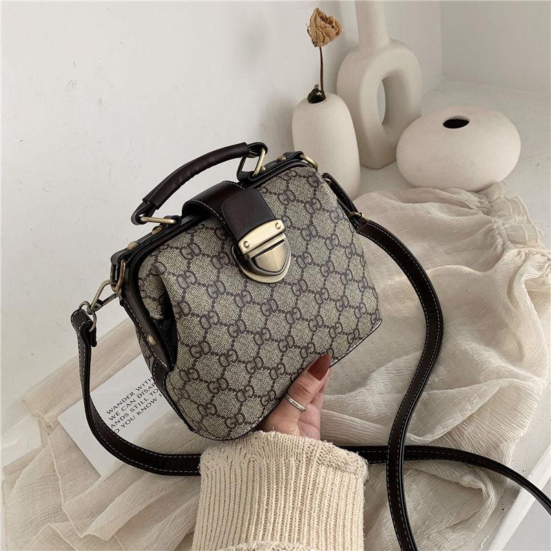 2020 spring new one shoulder slant cross print handbag versatile leisure bag Doctor Bag retro Korean bag