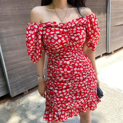 韩国碎花连衣裙性感一字领露肩显瘦泡泡袖小雏菊雪纺褶皱包臀短裙