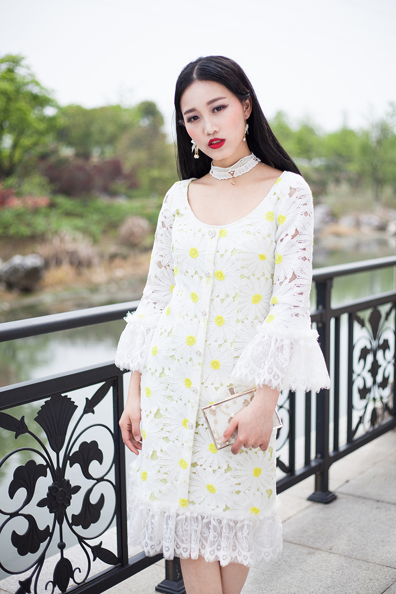 2020 spring new womens high level custom Daisy water soluble lace embroidered trumpet sleeve slim dress