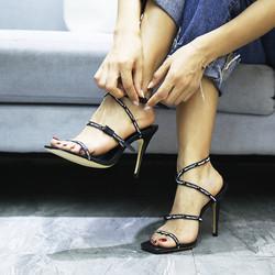 贩履者2020夏新字母绑带罗马鞋凉鞋女高跟鞋细跟方头木纹跟一字带