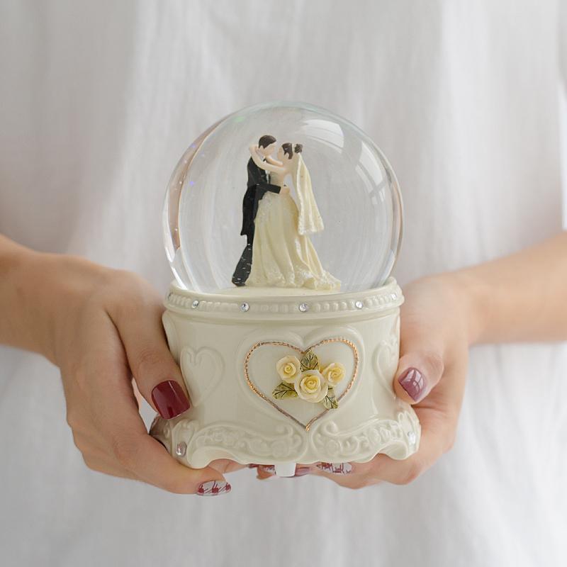 134.00元包邮音乐盒旋转雪花送女生闺蜜水晶球