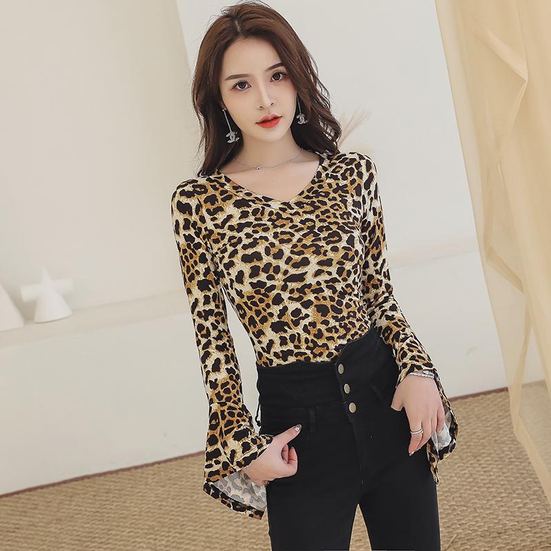 豹纹中袖V领T恤女春季喇叭袖时尚百搭修身韩版宽松长袖上衣打底衫