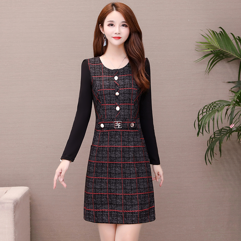 Autumn and winter 2021 new middle-aged and elderly womens clothing Korean version large size slim fit lattice dress middle-aged mother