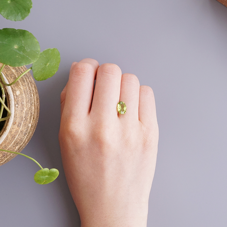 Yujian alligator natural gem August birthday stone olive naked stone ring face not inlaid with fresh green hot selling