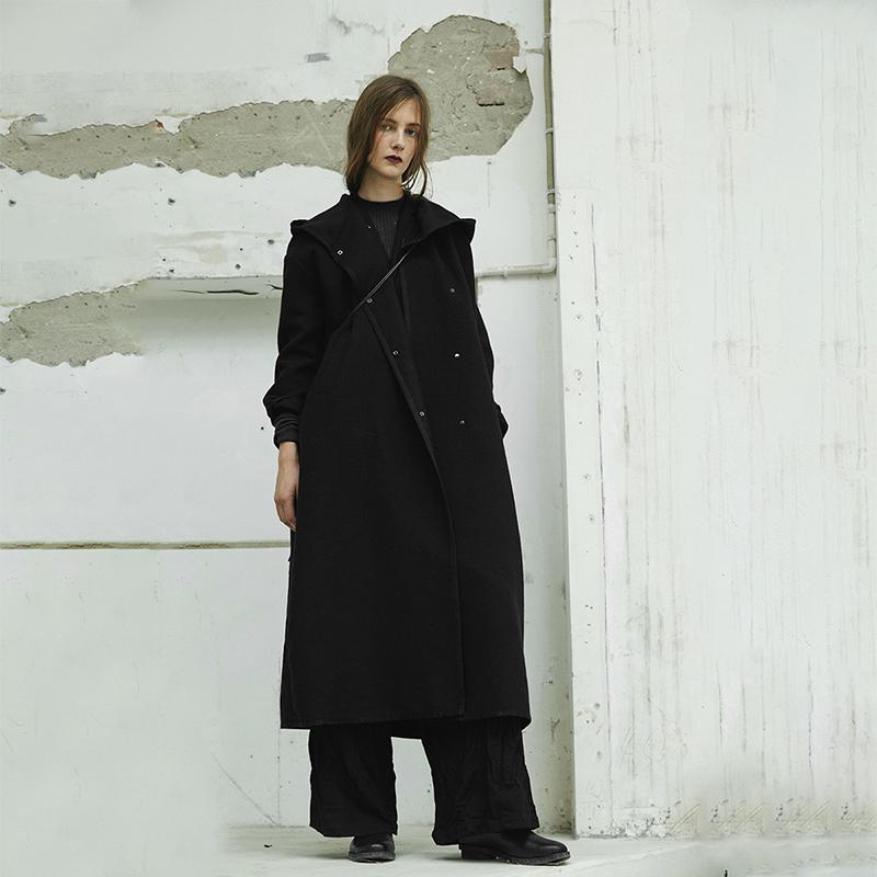 黑色连帽围裹式呢大衣