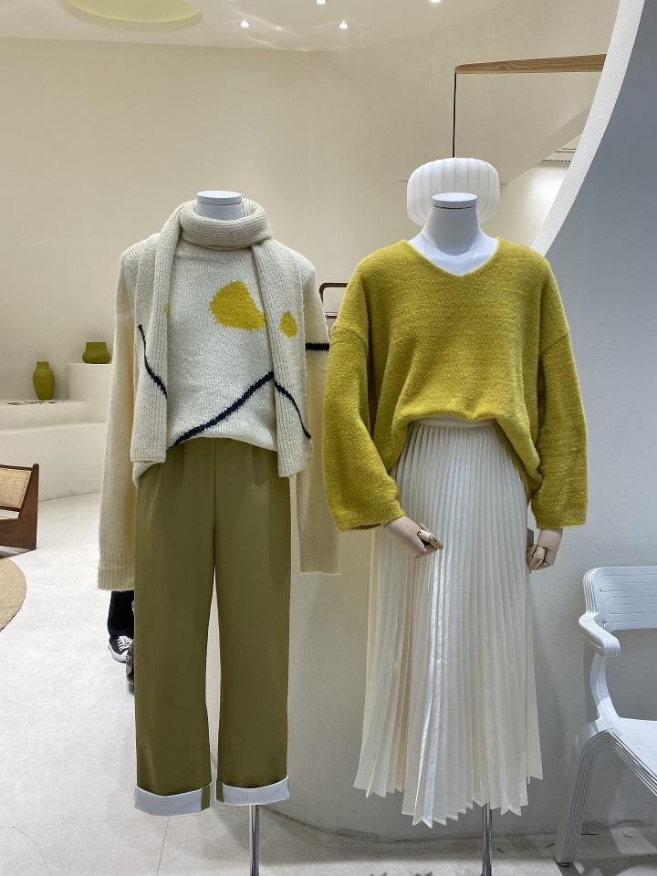DT广州UUS潮流图案圆领长袖羊毛衣女宽松2019冬季新款套头打底衫