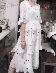 2020新款网红小众法式中长蛋糕裙子法国复古夏V领连衣裙