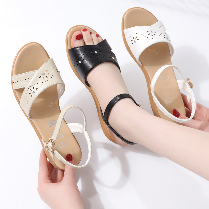 Large flat sandals womens summer versatile anti slip soft soled pregnant womens shoes 2021 new comfortable mothers shoes