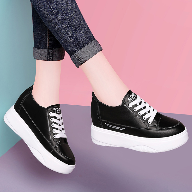 Womens 2021 spring and autumn new light leisure fashion net red and white leather sneakers