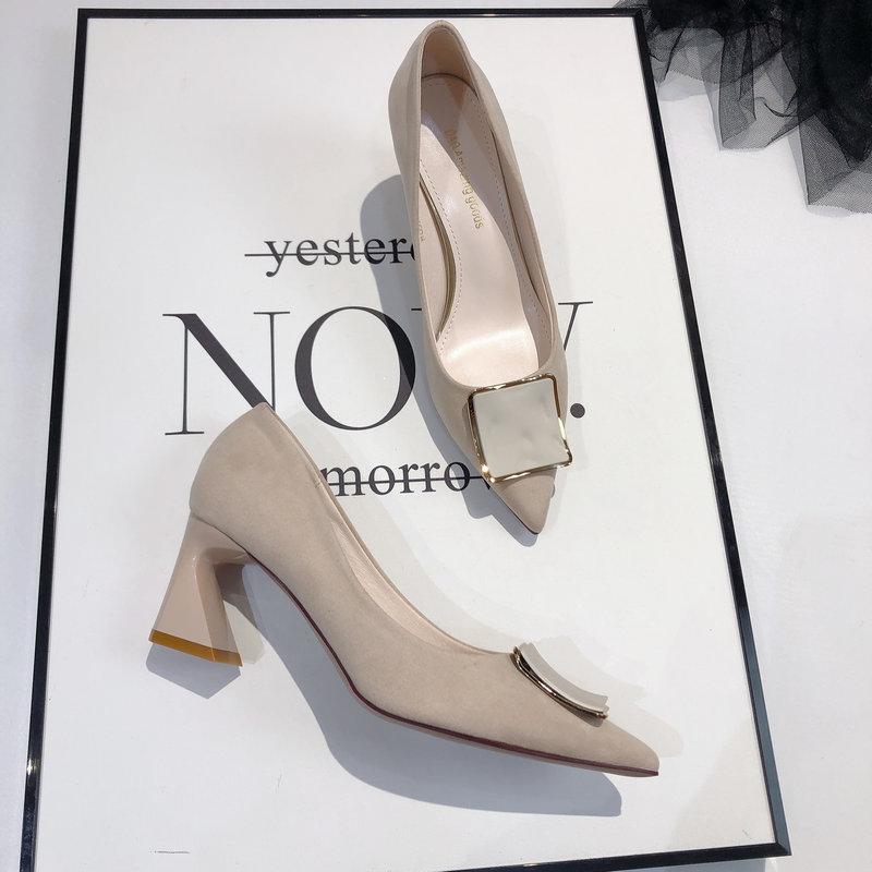 韩版网红时尚方扣粗跟单鞋女2020新款百搭尖头浅口绒面高跟工作鞋图片
