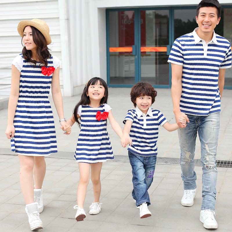 Родители с тремя сине белый полосатый летние семьи матери и ребенка мать и дочь платье семьи платье MA68