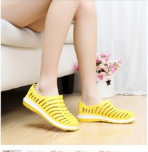 In the summer of 2015 new nest slippers hole hole shoes men's and women's summer prevent slippery sandals flat baotou leisure garden shoes