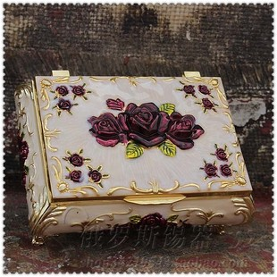 Russian color tin metal jewelry box jewelry princess dream together European style garden roses jewelry box has cut off