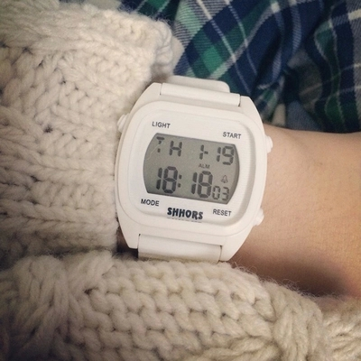 韩国ulzzang电子夜光复古街头原宿港风黑白男女情侣学生运动手表