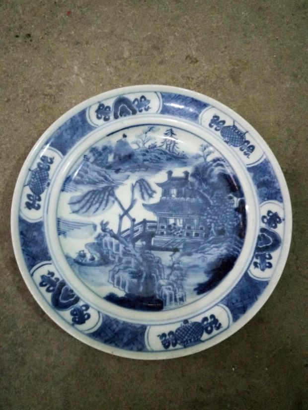 Qing Dynasty blue and white landscape figure Pangu Dong Gu play overseas return porcelain collection second hand boutique home furnishings