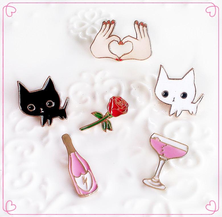 服饰配饰 饰品 小白和小黑的情侣蜜月之旅 猫咪花朵心形 胸针领针