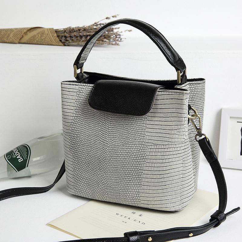 2016新款女士包包时尚韩版百搭小包手提单肩斜挎包袋