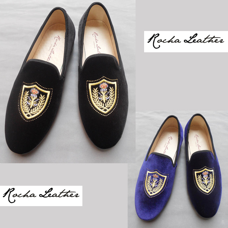 Embroidered casual shoes with retro velvet Badge