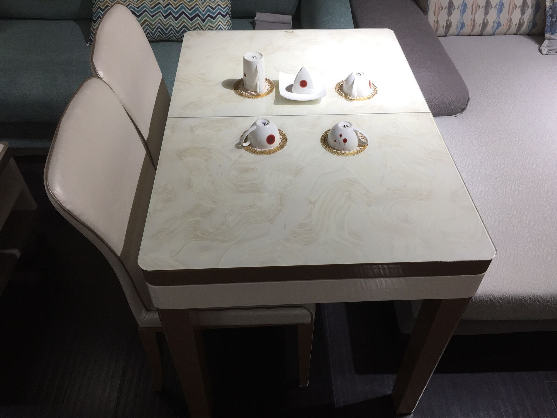 1 m stretching and shrinking dining table, 1 m long, 70 cm wide, strengthened and toughened glass, golden solid wood leg, small house type