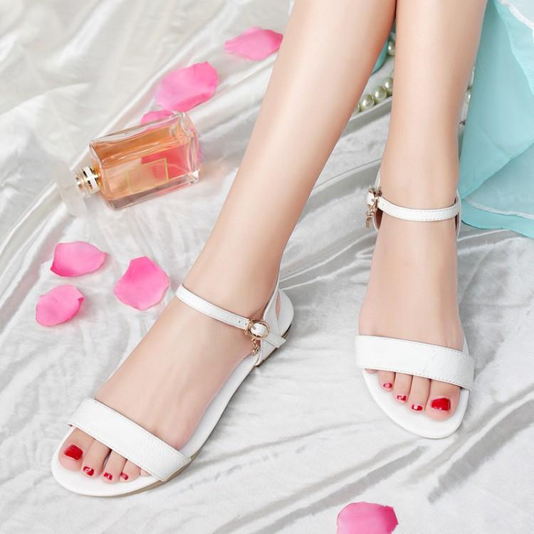 2016 новой корейской версии Рима сандалии Женская обувь Плоский дно плоской сладкий мило девочка студентов темперамент белый