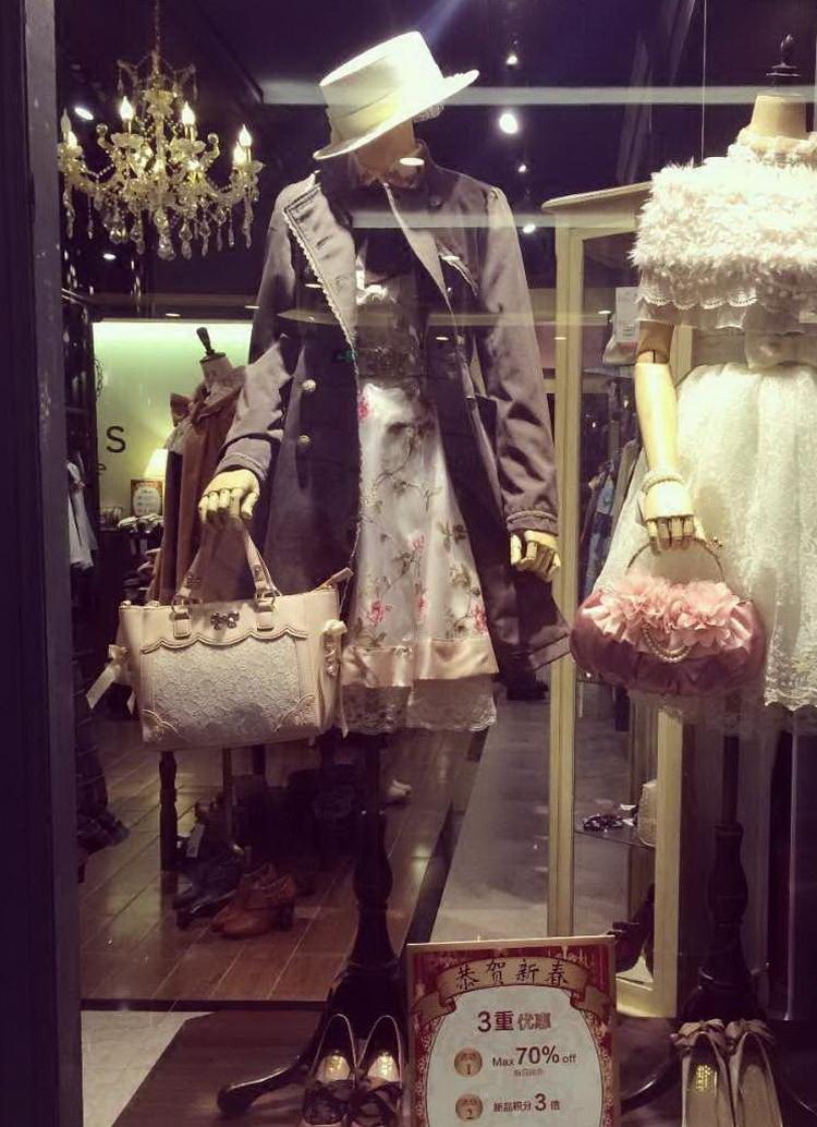ZG橱窗重磅推荐~肩部翻折 蕾丝装饰 双排扣小立领帅气风衣外套