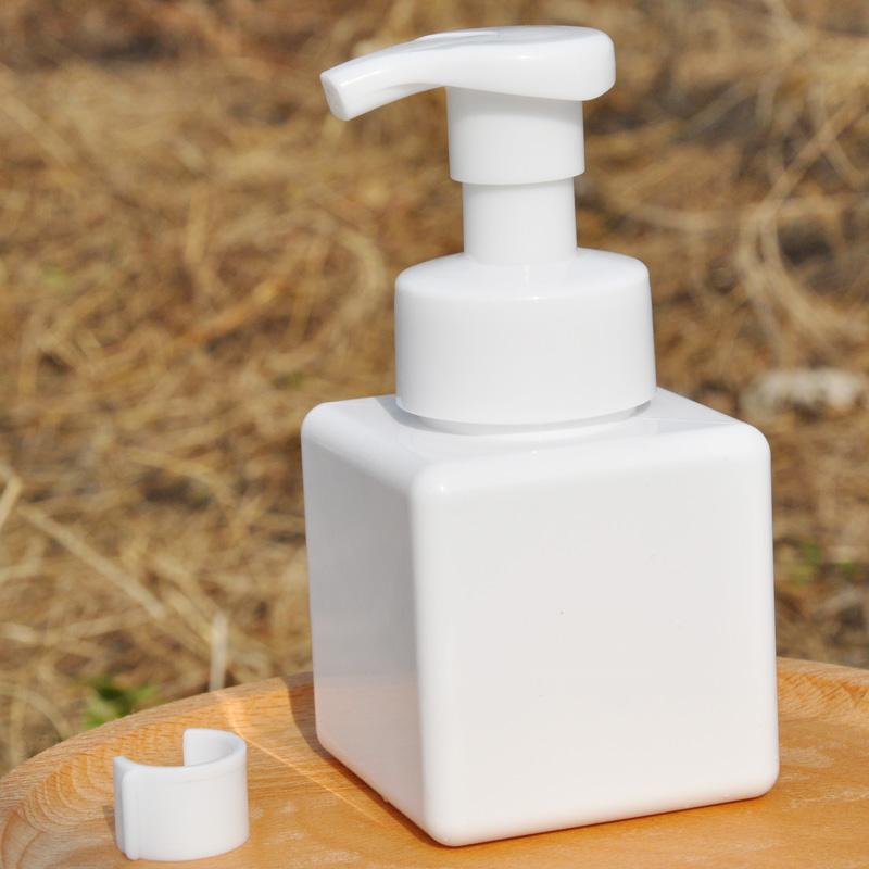 Babys hand washing liquid is safe, but foam is rich. Children love it.